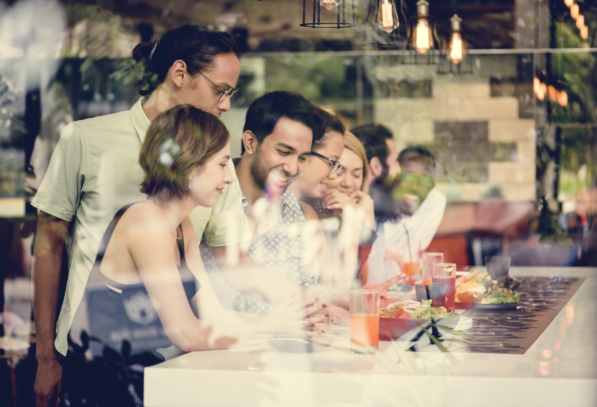 diverse-friends-together-in-the-restaurant-PY78KMW